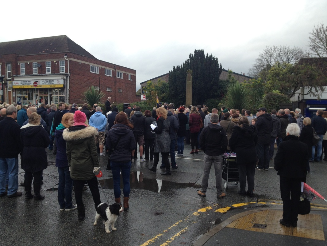 Northenden War Memorial Remembrance Day crowd 2015